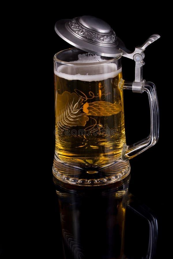 Download Кружка с пивом стоковое фото. изображение насчитывающей холодно - 40586946
