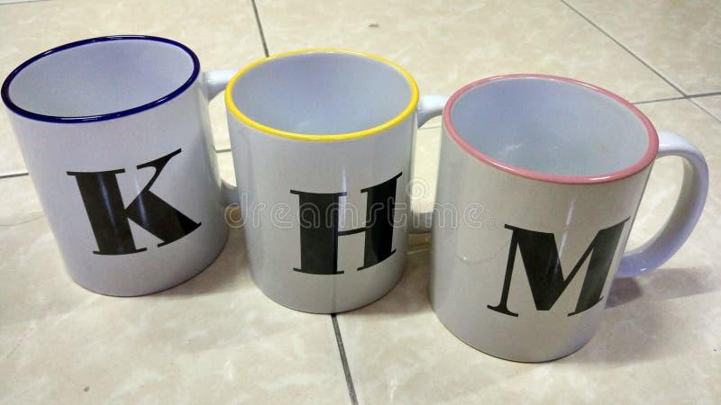 3 кружки с алфавитом стоковая фотография rf