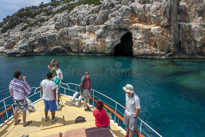 Круизное судно в Средиземном море у побережья Турции стоковое изображение rf