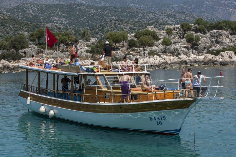 Круизное судно в Средиземном море у побережья Турции стоковые изображения rf