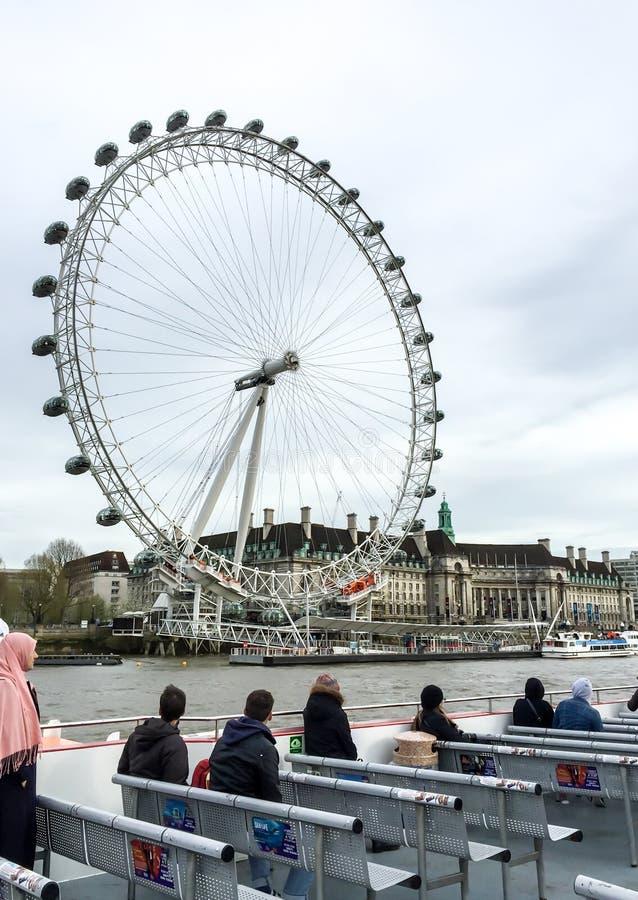 Круиз Темзы реки Лондона, Великобритания стоковые фотографии rf
