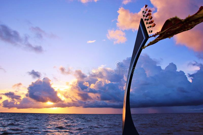 Круиз Dhoni на заходе солнца, Мальдивах стоковое изображение rf