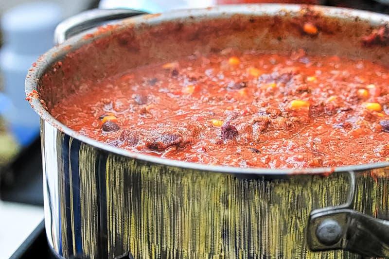 Крупный план бака варить chili стоковые фотографии rf