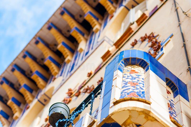 Крупный план балкона стиля modernit в каталонской архитектуре в Барселоне стоковое фото