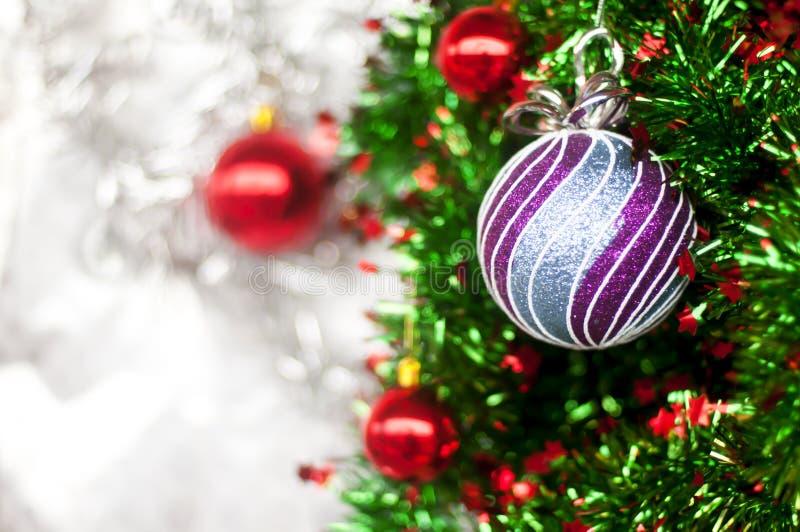 Крупный план безделушки - предпосылки картины белой на рождество или Новые Годы предпосылки украшения стоковые изображения