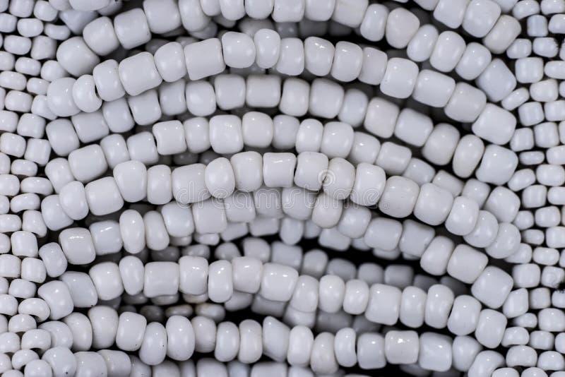 Крупный план белизны pearls ожерелья экран имитации способа компьютера предпосылки стоковые изображения rf