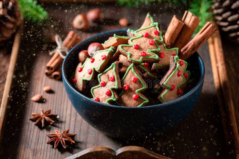 Крупный план вкусных и ароматичных печений пряника для рождества стоковая фотография