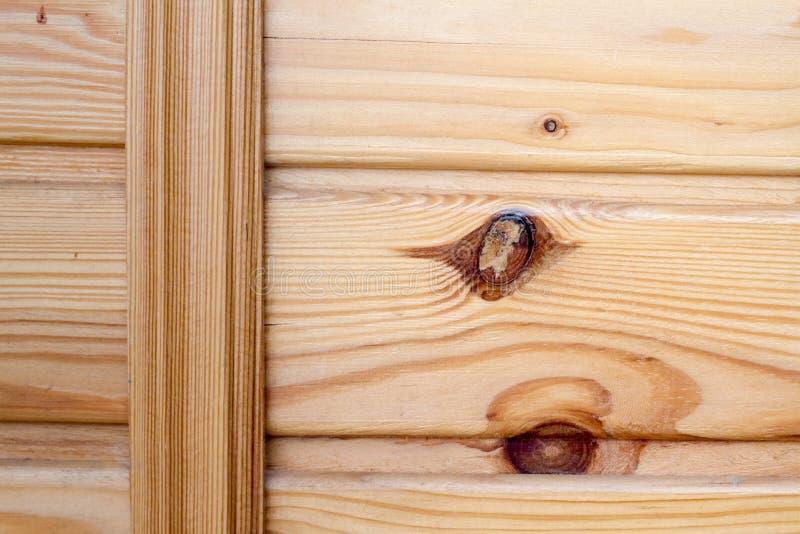 Крупный план деревянных доск прикрепленных распоркой, темой экологического дружелюбия стоковые изображения