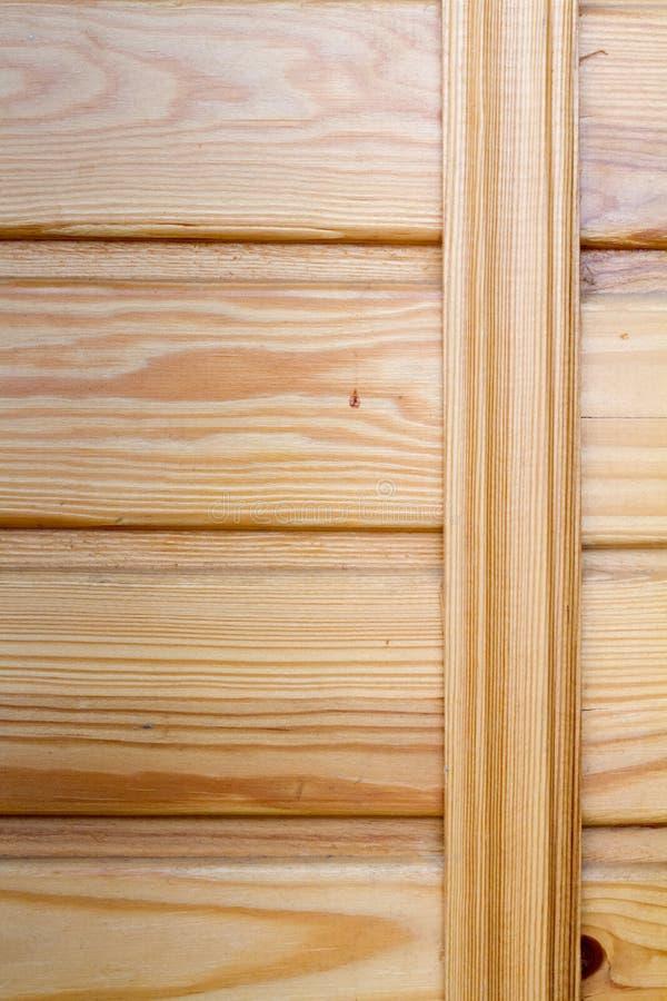 Крупный план деревянных доск прикрепленных распоркой, темой экологического дружелюбия стоковая фотография