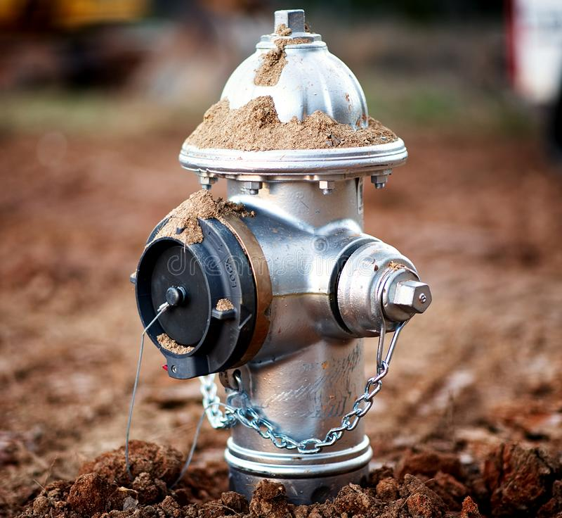 Крупный план заново установленного пожарного гидранта стоковые изображения