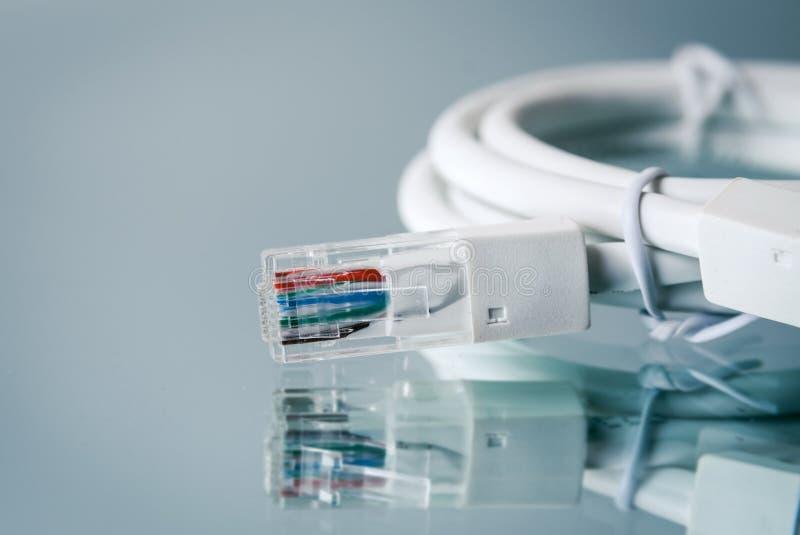 Крупный план кабелей интернета стоковое изображение rf