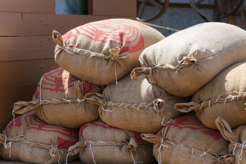 Крупный план мешков зерна на фестивале сбора Yamhill County стоковая фотография rf