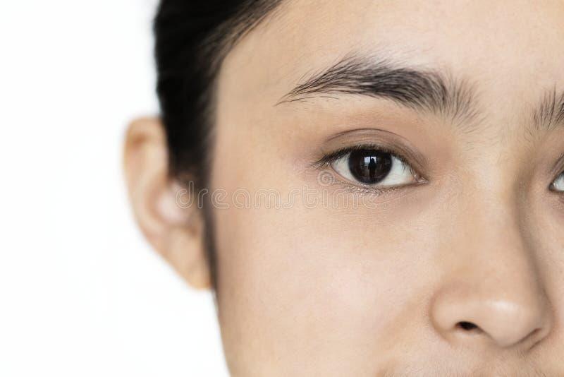 Крупный план молодого азиатского изолированного портрета девушки сфокусировал на глазах стоковое изображение rf