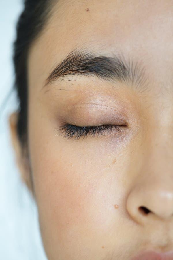 Крупный план молодых азиатских глаз портрета девушки закрыл стоковая фотография rf
