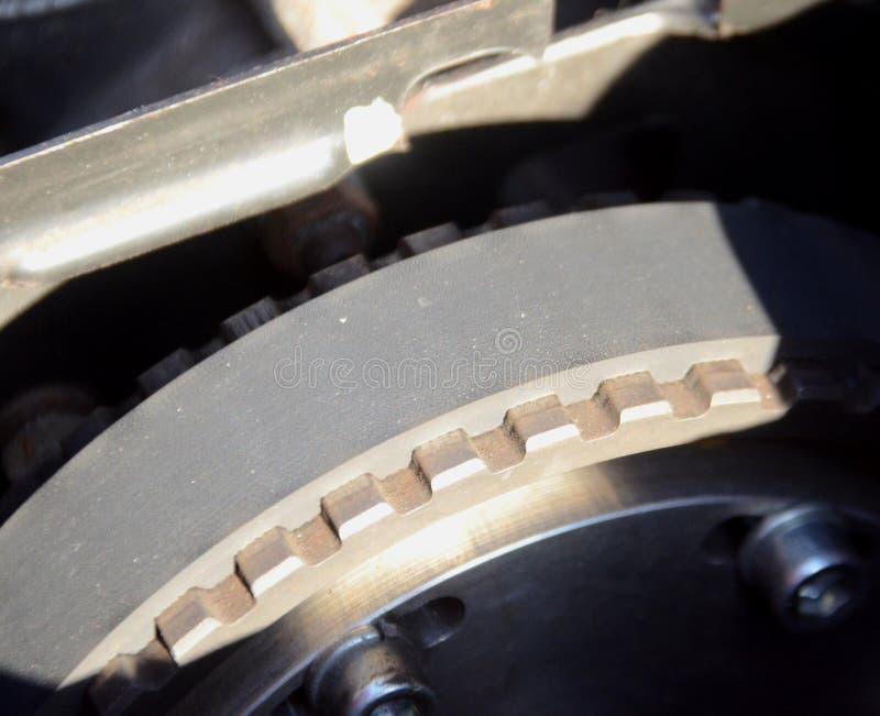 Крупный план на toothed поясе на колесе стоковая фотография rf