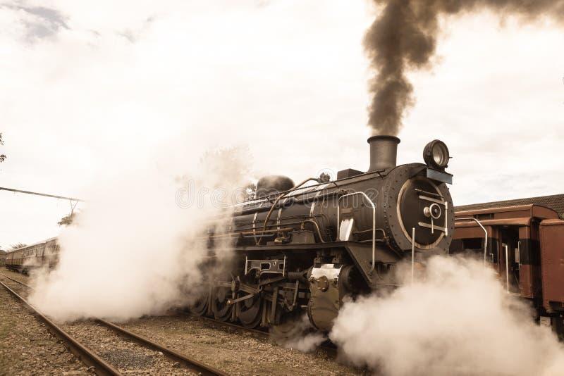 Крупный план поезда пара локомотивный выматывает год сбора винограда стоковое фото