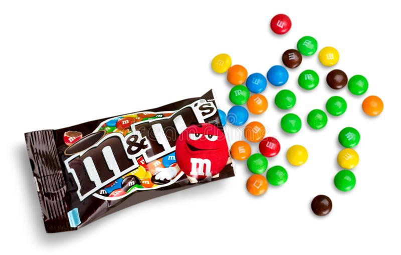 Крупный план развернутого молочного шоколада ` s M&M стоковое изображение