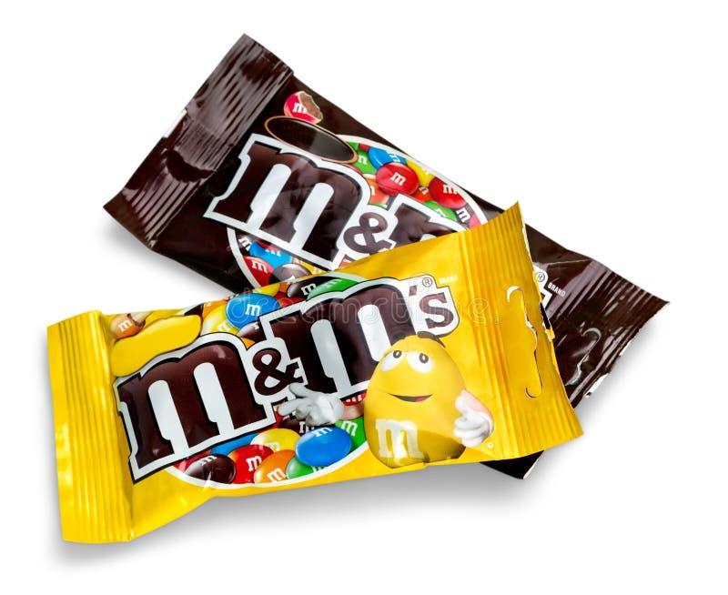 Крупный план развернутого молочного шоколада ` s M&M стоковое изображение rf