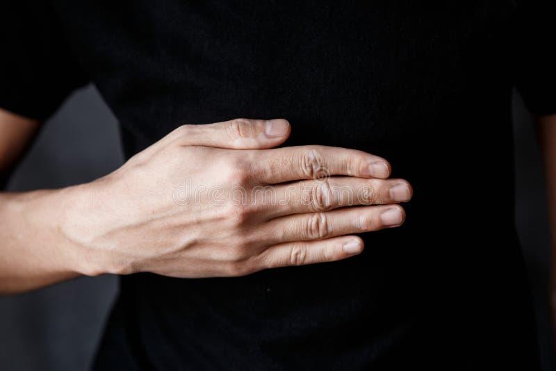 Крупный план руки с vitiligo стоковые фотографии rf