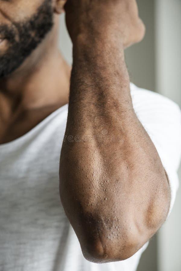 Крупный план руки ` s черного человека стоковые изображения