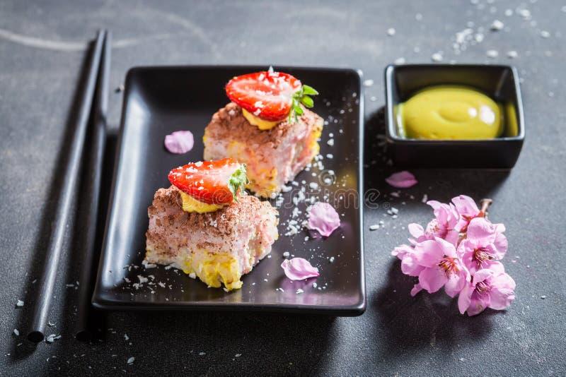 Крупный план сладких суш с циннамоном и шоколадом стоковые фото
