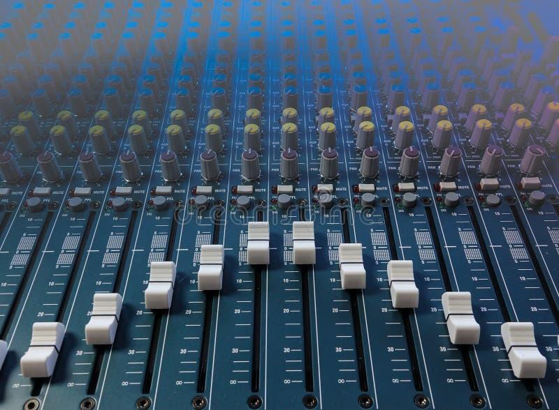 Крупный план смесителя музыки стоковая фотография