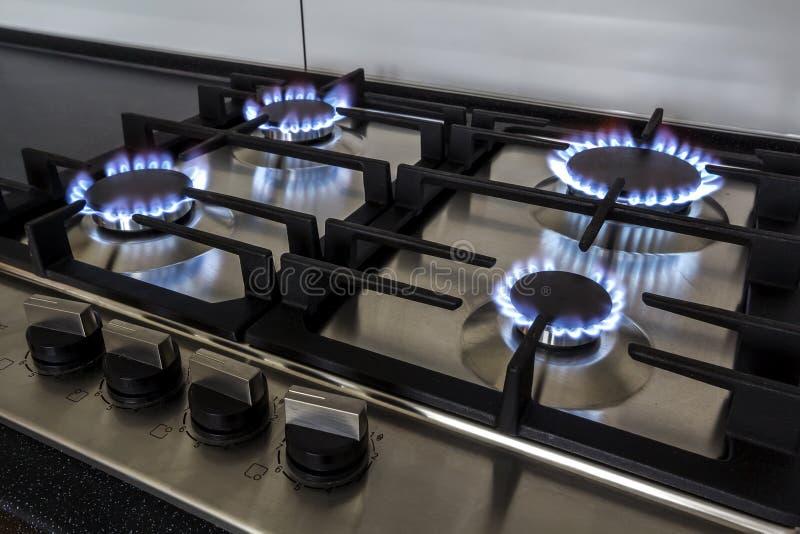 Крупный план снял пожара от печки кухни газа стоковое изображение