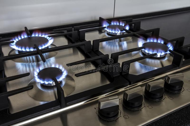 Крупный план снял пожара от печки кухни газа стоковое фото