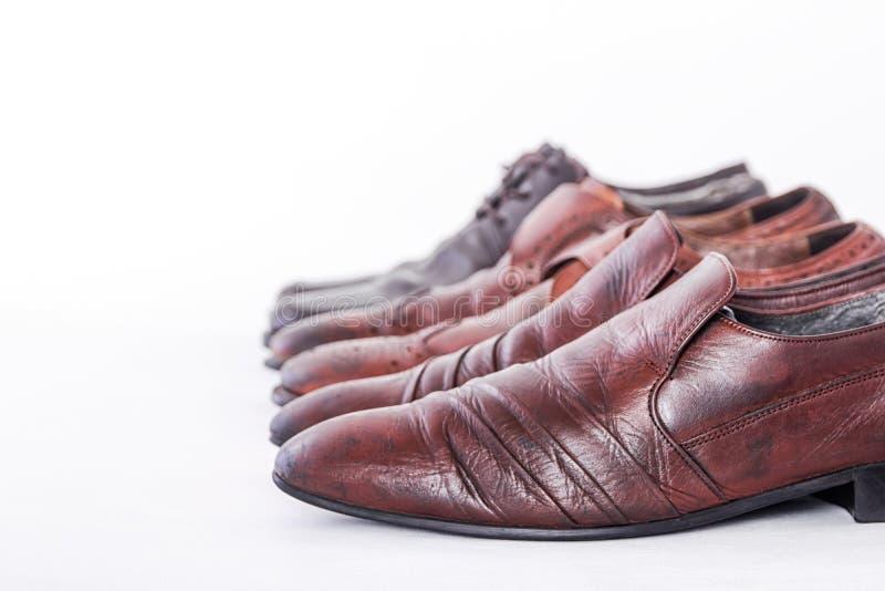 Крупный план совершенно новых модных мужских классических кожаных ботинок стоковые изображения