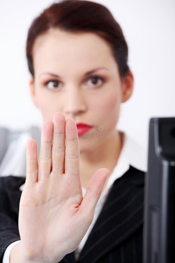 крупный план gesturing женщина стопа руки s стоковое изображение rf