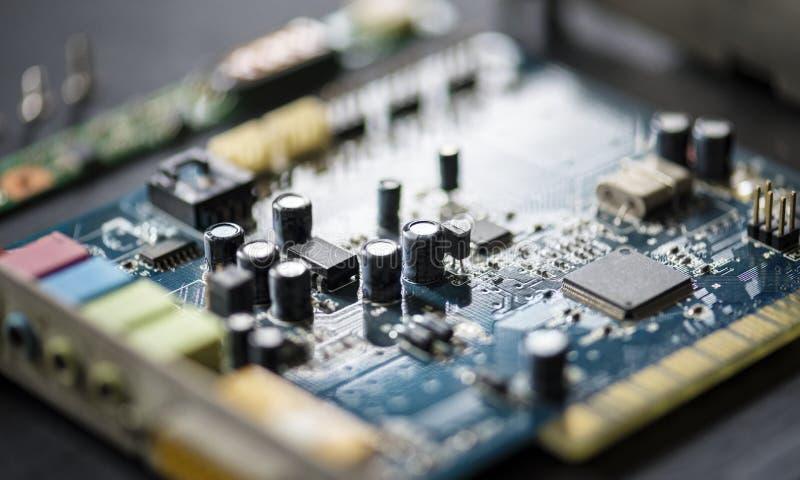 Крупный план mainboard микропроцессоров компонентов компьютера электроники стоковые изображения rf