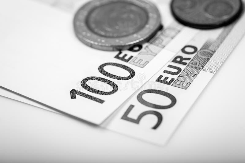Крупный план банкнот и монеток стоковые изображения rf