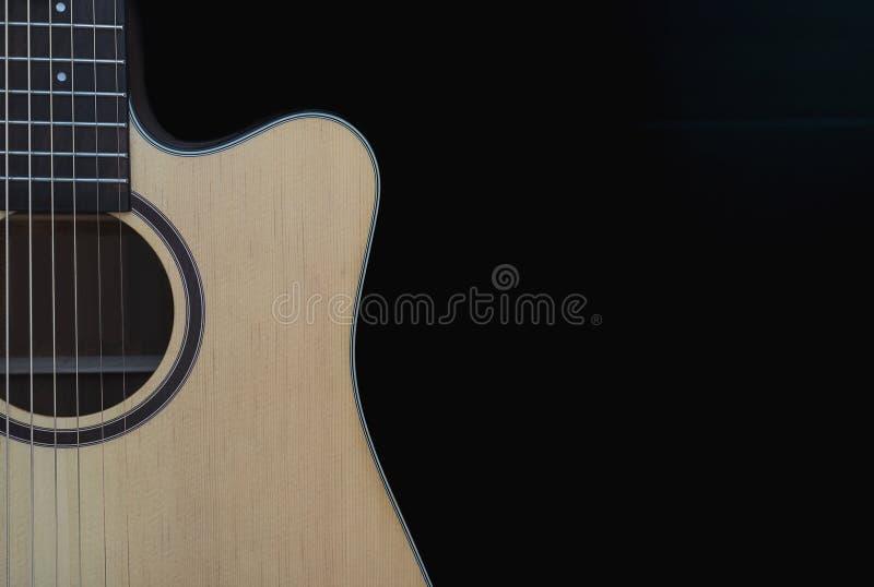 Крупный план гитары cutaway акустической стоковые фото