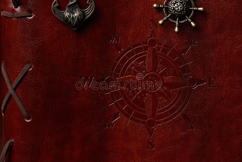 Крупный план коричневой кожаной обложки книги стоковое фото