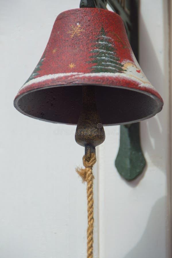 Крупный план колокола на двери вместо вызывать стоковое фото