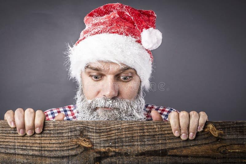 Крупный план красивого человека с замороженным weari бороды и усика стоковые фотографии rf