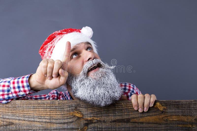 Крупный план красивого человека с длинной бородой и усика с re стоковые фотографии rf