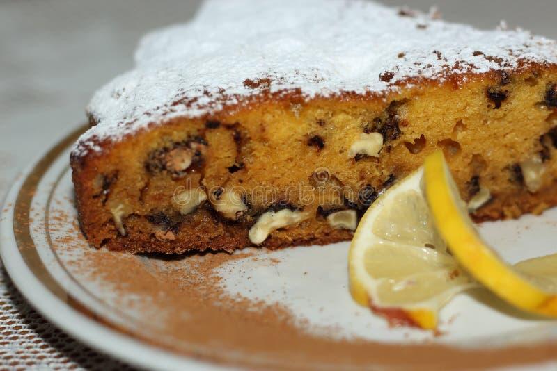 Крупный план куска пирога грецкого ореха тыквы стоковое изображение rf