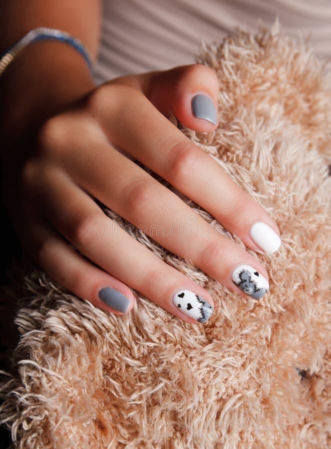 Крупный план милых модных ногтей стоковая фотография