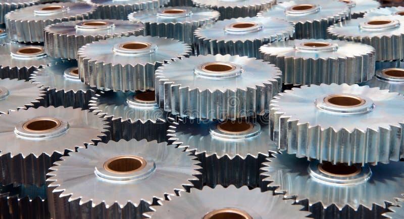 Крупный план много шестерней металла стоковые изображения
