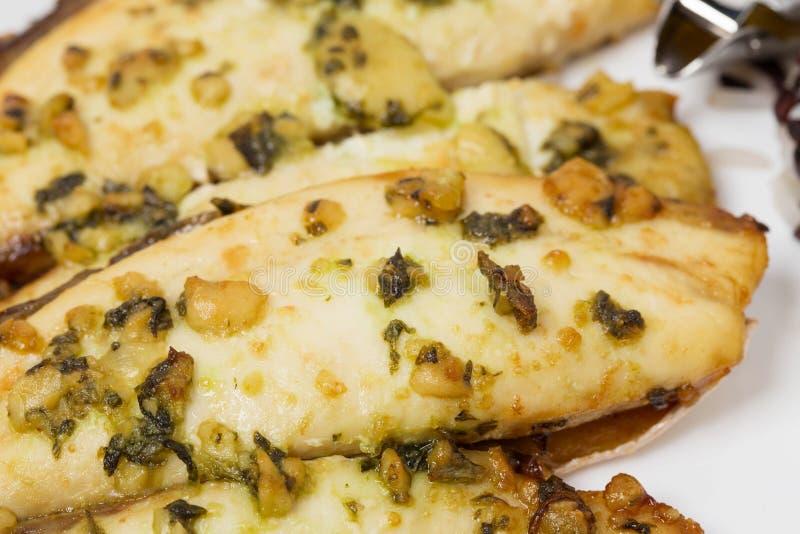 Крупный план очень вкусных зажаренных в духовке филе рыб стоковое изображение rf