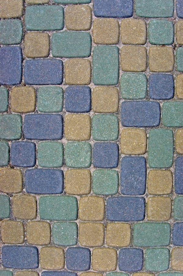Крупный план предпосылки текстуры булыжника, вертикальный красочный зеленый, желтый, голубой, tan, серый, серый, бежевый ashlar стоковая фотография rf