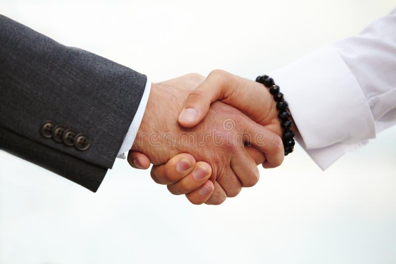 Разрыв рукопожатия картинки