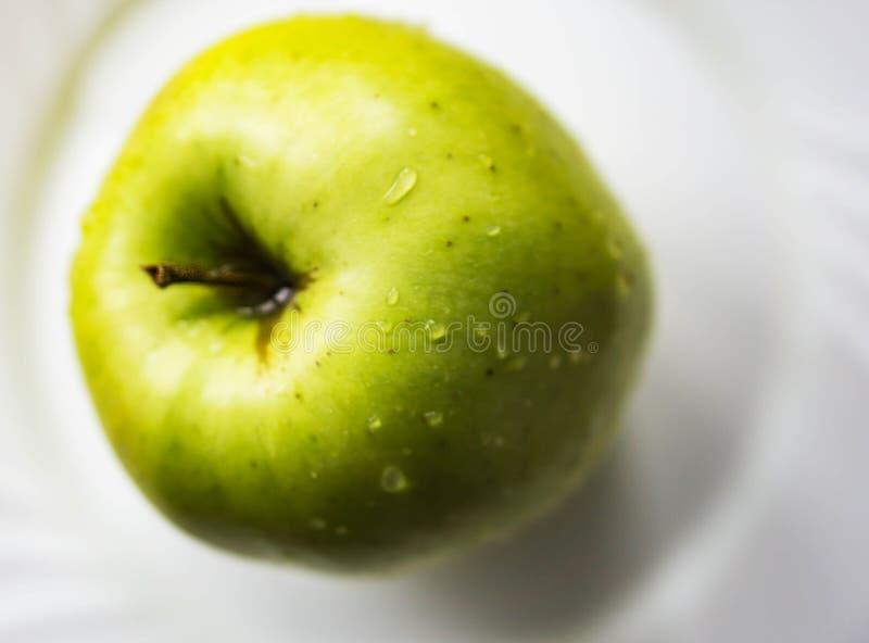 Крупный план свежей, осень, желтое яблоко, золотое - очень вкусный, freshl стоковые фотографии rf