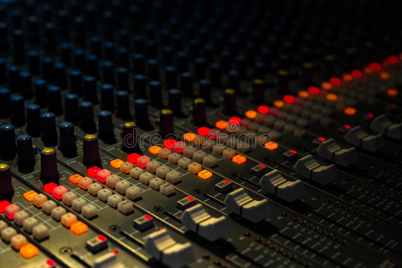 Крупный план смесителя музыки стоковое изображение