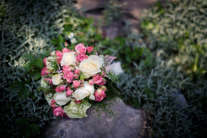 Крупный план снятый красивого букета свадьбы стоковые фото