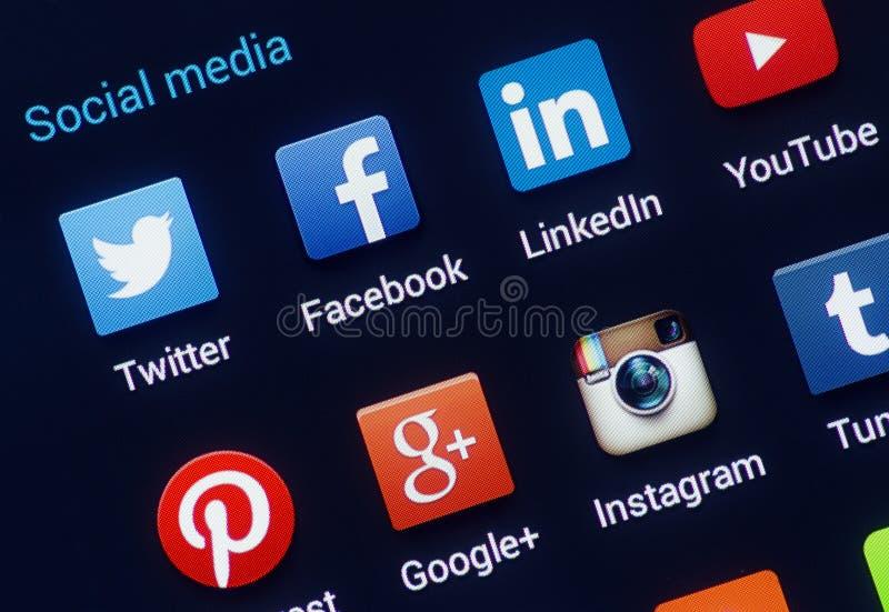 Крупный план социальных значков средств массовой информации на экране smartphone андроида. стоковые изображения