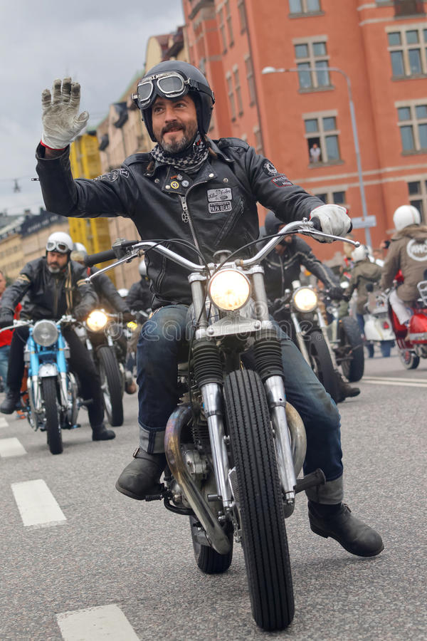 Крупный план старомодных мотоциклов и велосипедистов стоковое фото rf