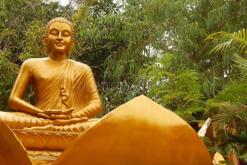 Крупный план статуи Гаутама Будда стоковые изображения rf