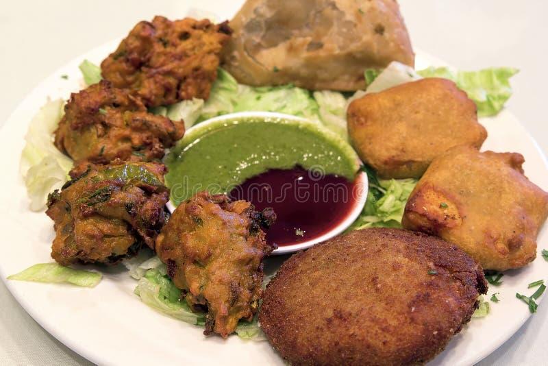 Крупный план тарелки закуски еды восточного индейца стоковое фото rf